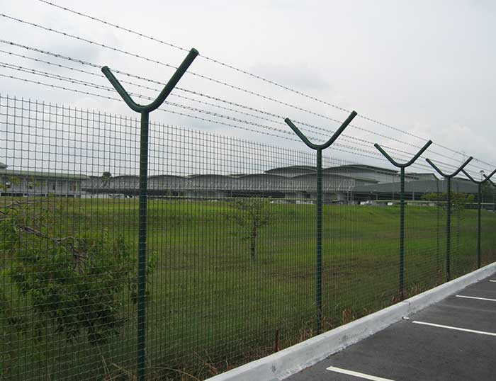 wire mesh fences