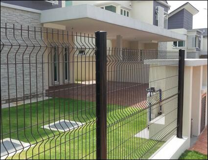 Why Wire Mesh Fence Surface is Uneven?