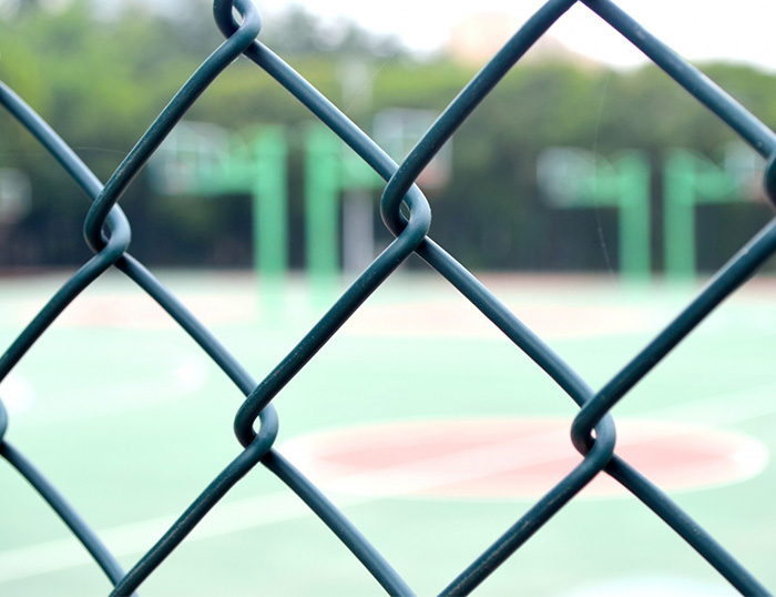 How to install the wire mesh fence for stadium?