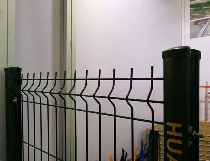 Wire mesh fences construction process
