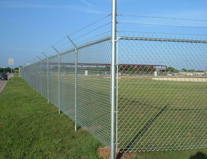 Golf course wire mesh fence specifications and functions