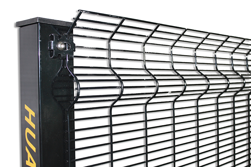 How long is the service life of the highway wire mesh fence?