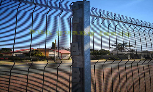 Advantages And Disadvantages Of Hot Dip Molding Process Of Clearvu Fence